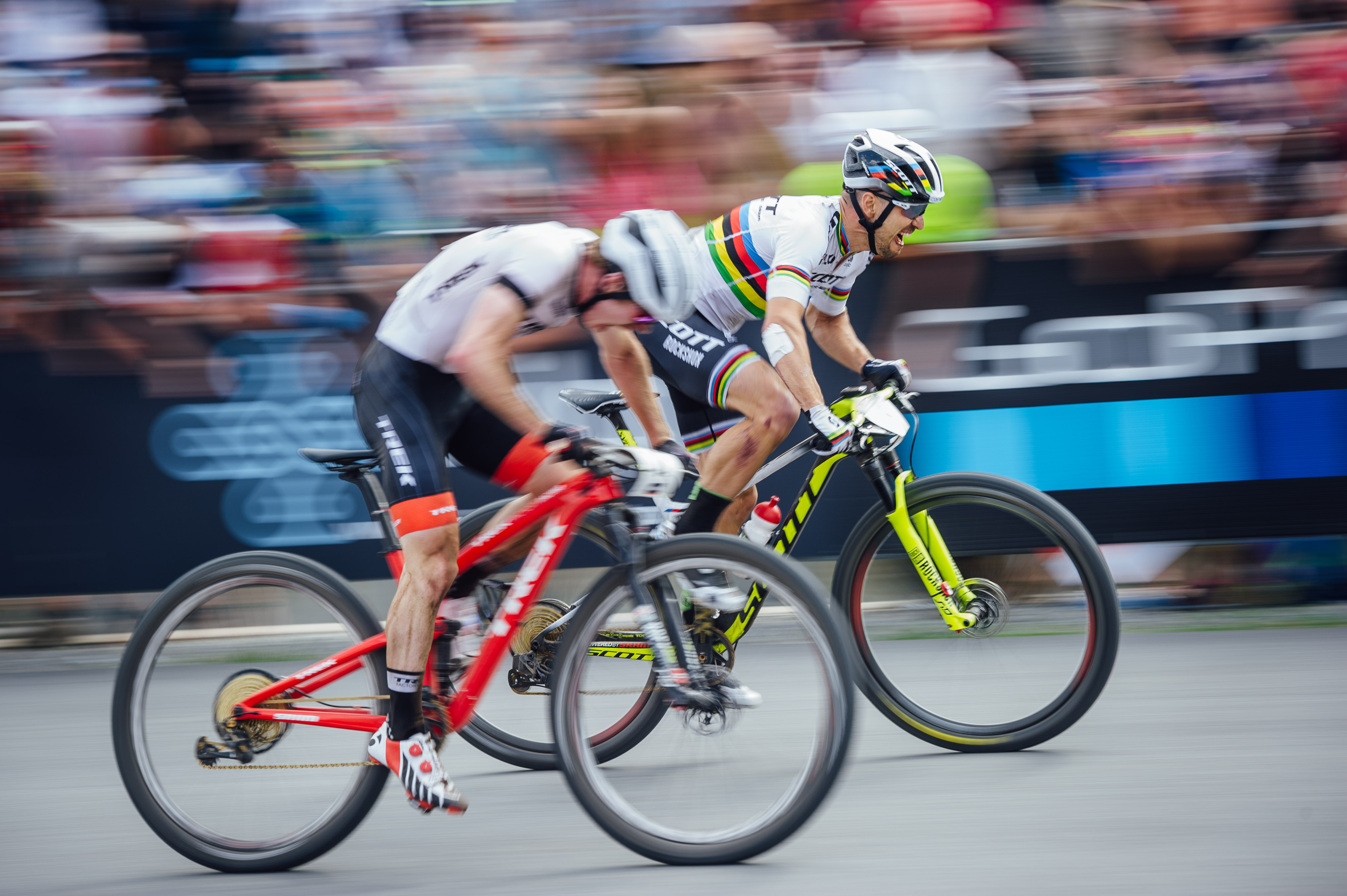 THRILLING CYCLING BATTLES ON THE FINISH LINE
